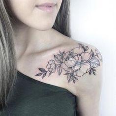 Light tattoos by Yarina Tereshchenko- Light tattoos by Yarina Tereshchenko Tattoo artist Yarina Tereshchenko black dotwork linework tattoo Colar Bone Tattoo, Bone Tattoos, Sexy Tattoos, Body Art Tattoos, Girl Tattoos, Tattos, Back Of Shoulder Tattoo, Shoulder Tattoos For Women, Flower Tattoo Shoulder