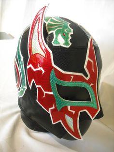 Máscara Guerrero de plata en licra punteada y charoles.