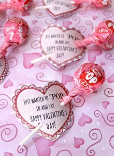 This Tootsie Pop Class Valentine will be a hit with all the kids on February day treats classroom day treats easy day treats ideas day treats kids day treats school Valentine Gifts For Kids, My Funny Valentine, Homemade Valentines, Valentines Day Treats, Valentine Day Crafts, Printable Valentine, Valentine Box, Printable Tags, Candy Crafts