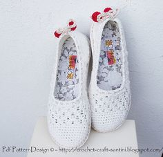 Ravelry: White Lace Slippers - Espadrilles/Toms Crochet pattern. Handmade insoles with labels. Treated CROCHET-SOLES applied for street wear! Pattern by Ingunn Santini
