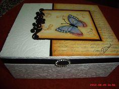 Caixa com textura rendada e borboleta