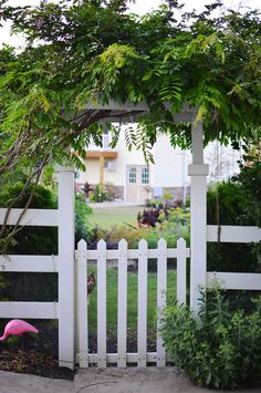 arch or trellis arbor at entry gate...traditional landscape by Amy Renea