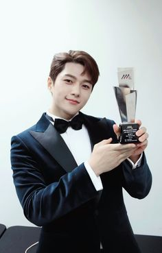 Twitter Asia Artist Awards, Kim Myung Soo, Boy Idols, Myungsoo, Woollim Entertainment, Lee Sung, Dimples, Friends Forever, Cute Pictures