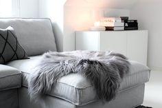Cozy sheepskin in my home/ MITT VITA HUS