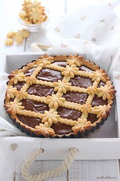 Crostata cremosa alla Nutella Pie Recipes, Sweet Recipes, Baking Recipes, Dessert Recipes, Great Desserts, Delicious Desserts, Yummy Food, Happiness Recipe, Pie Crust Designs