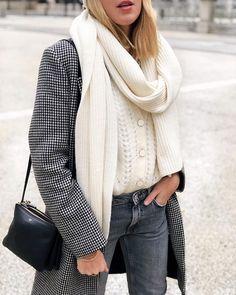 eedd947611 CHARLENE ( thebabooshka) • Photos et vidéos Instagram Cold Weather Fashion