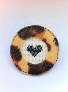 #brooch #fettbrooch #embroidery #heart #heartbrooch #crossstitch #leopard #leopardprint #subversive