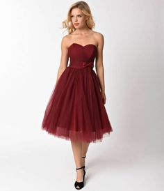 Warners got a smile just for you, gals! An amorous affair in vintage stylings, The Warner Dress from Unique Vintage is a mid-century dream for modern mavens. Cast in a stunning burgundy mesh, the romantic strapless sweetheart bodice features a delicate a
