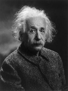 Einstein, Nazilerin nükleer bomba geliştirmesi endişesiyle ABD başkanı Roosevelt'e bir mektup göndermiş, ABD'nin nükleer çalışmalara başlamasını tavsiye etmiştir. Holokost sonrası Yahudilerin kendi ülkelerine sahip olması gerektiği fikrini savunmuş, İsrail'in kuruluşuna destek vermiştir. Çeşitli söyleşilerinde Yahudilik dinine ve diğer kutsal kitaplara inanmadığını belirtmiş, sosyalizme sempati duyan bir makale yayınlamıştır.