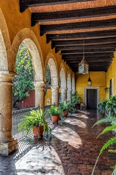 Spanish style homes – Mediterranean Home Decor Mexican Style Homes, Hacienda Style Homes, Spanish Style Homes, Spanish House, Spanish Colonial, Hacienda Decor, Spanish Revival, House Color Schemes, House Colors