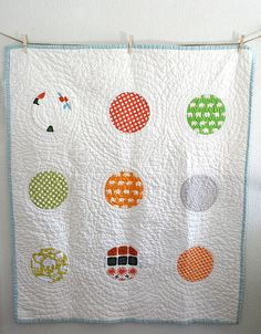 Circles Baby Quilt | love the disappearing circles