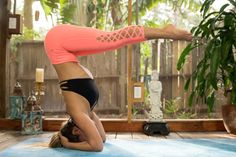A headstand yoga flow video centered on the powerful inversion to increase confidence + strength in our daily lives! Step on your mats yogis & let's flow!