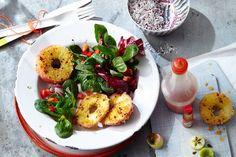 Das Rezept für Panierte Apfelringe mit Chili auf Feldsalat mit allen nötigen Zutaten und der einfachsten Zubereitung - gesund kochen mit FIT FOR FUN