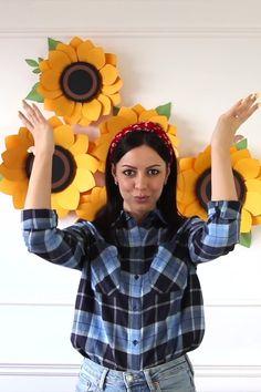 Paper Flowers Craft, Paper Crafts Origami, Paper Flower Backdrop, Giant Paper Flowers, Flower Crafts, Diy Flowers, Diy Paper, Diy Crafts For Home Decor, Fun Diy Crafts