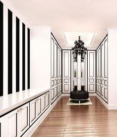 The best of luxury closet design in a selection curated by Boca do Lobo to inspire interior designers looking to finish their projects. Discover unique walk-in closet setups by the best furniture makers out there Walk In Closet Design, Closet Designs, Wardrobe Design, Closet Vanity, Closet Mirror, White Closet, Home Modern, Luxury Closet, Modern Bedroom Design