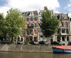 Tulipa Bed and Breakfast is beautifully situated on Leidsekade, offering luxurious accommodation in a characteristic, 19th century residence with the most picturesque view of the Amsterdam canals. #travel #bedandbreakfast #Amsterdam