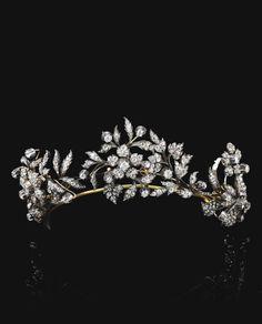 FORMERLY IN THE COLLECTION OF COUNTESS COSTANZA PASOLINI ZANELLI MAGNAGUTI DIAMOND TIARA, LATE 19TH CENTURY