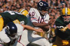 Featured galleries of players, events, photo essays of the National Football League. Bears Football, Nfl Chicago Bears, Football Players, Chicago Illinois, Gale Sayers, Football Photos, School Football, Vintage Football, Running Back