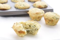 Gooey cheesy garlic bread muffins - these delicious low carb muffins taste just like your favorite garlic bread. Best Low Carb Bread, Low Carb Keto, Low Carb Recipes, Bread Recipes, Fruit Recipes, Cheese Recipes, Healthy Recipes, Pan Cetogénico, Flourless Chocolate Cookies