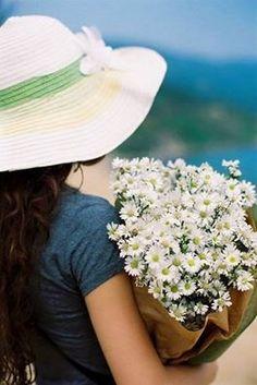 🌹Ben dostlarımı ne akıl ne kalbimle severim Olur ya kalp durur, akıl unutur Ben dostlarımı ruhumla severim O ne durur, ne unutur.. <3