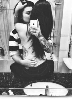 Resultado de imagem para casal lésbico na cama tumblr