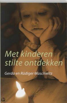 MET KINDEREN STILTE ONTDEKKEN - Gerda Maschwitz - 9789020260557. Spiritueel werkboek om kinderen zich bewust te laten worden van hun lichaam en door rust en stilte hun concentratievermogen te verbeteren. GRATIS VERZENDING - BESTELLEN BIJ TOPBOOKS VIA BOL COM OF VERDER LEZEN? KLIK OP BOVENSTAANDE FOTO!