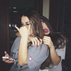 ¡Selfies alocadas que debes tomarte con tus amigas en la próxima fiesta!