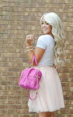 {CARA LOREN} lovely simple outfit .. & her hair is BOMB
