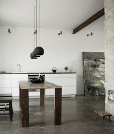 Danish black and white interiors by Norm. Mooie cementvloer.