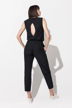 Designed for a relaxed, cropped fit, the light-weight City pant features a highrise gathered waistband with belt, large side pockets and is made from soft, wrinkle-resistant Italian fabric - perfect for travel and everyday. Bra Tops, Bra Sizes, Perfect Fit, Active Wear, Rompers, City, Fabric, Jumpsuits, Model