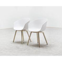 About a Chair, hvit, eikben Hay - Kjøp møbler online på ROOM21.no