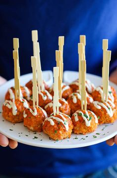 Slow-cooker buffalo chicken meatballs, bacon-wrapped shrimp, mac 'n' cheese bites, and more delicious finger foods for your Super Bowl party. Skewer Appetizers, Appetizers For Party, Appetizer Recipes, Yummy Recipes, Healthy Recipes, Party Nibbles, Party Recipes, Tailgating Recipes, Healthy Food