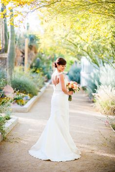 A casual and intimate coral botanical garden wedding in Las Vegas, featured on Artfully Wed | KMH Photography