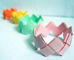 EL MUNDO DEL RECICLAJE: Recicla papel y haz una pulsera