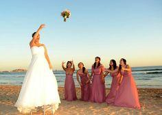 beach wedding picture idea. www.sandimentalmemories.com #sandimentalmemories