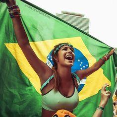 Brazilian Girls at World Cup 2014 Hot Football Fans, Football Girls, Soccer Fans, Soccer Girls, Football Stadiums, Samba, Brazil Girls, Brazil Women, Hot Fan