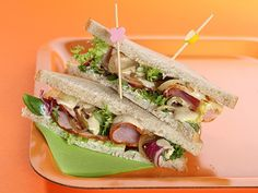 Club sandwich rôti de porc et sauce miel/moutarde - roast pork, honey, mustard, white bread Sauce Au Miel, White Bread, Pork Roast, Finger Foods, Coffee Shop, Sandwiches, Tacos, Ethnic Recipes, Club