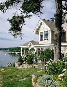 cozy Victorian cottage by a lake via Michelle Beach Cottage Style, Cottage Style Homes, Lake Cottage, Cozy Cottage, Cottage Living, Victorian Cottage, Victorian Homes, Future House, My House