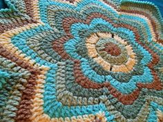 I want this pattern...very cool. would be great rug pattern with the right yarn