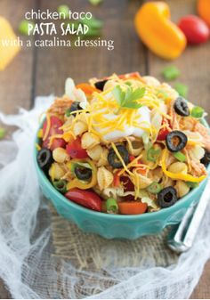 Chicken Taco Pasta Salad with Catalina Dressing – A kid friendly pasta recipe that taste just like tacos! Sure to become an easy dinner favorite.