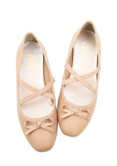 クロスベルトフラットパンプス|axes femme(アクシーズファム)公式通販サイト。web限定セールや最新アイテム、雑誌掲載商品の入荷などお得な情報が満載!「ラグジュアリー」と「ノスタルジック」をテーマに、パーティーからカジュアルまで様々な場面でのフェミニンカジュアルを提案。 Ballet Dance, Dance Shoes, Slippers, Flats, Fashion, Dancing Shoes, Loafers & Slip Ons, Moda, Dance Ballet