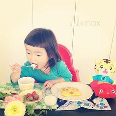 *  good afternoon(๑′ᴗ‵๑)☀  Today's pancake is Shimajiro  Have a sweet day!  *  最近しましま言うので、今日はしまじろうパンケーキ  *  クロスを選んでたら、ちびっこがファミレスでもらったバイキンマンのハンカチを持ってきたよʕ •́؈•̀ ₎w  ぷぷ  *  いつもお義母さんが、食材とか贈り物をたくさん下さるので、これはおばあちゃんがくれたんだよ、って毎回教えてあげるんだけど  最近私が選ぶもの(食材とか器とか)を見て全部  「おばあちゃんが、くえたやちゅなのー?」って言うよ(๑′ᴗ‵๑)w  むふふ  *  みんなもにこにこな一日にしてね!  *  #親バカ部 #children #kids #ぱっつん #にこにこパンケーキ   2013.03.11 - @kinax- #webstagram