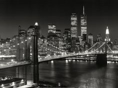 New York's Brooklyn Bridge—and Twin Towers—are immortalized in this photographic time capsule by Henri Silberman. Born in Paris and raised in Brooklyn, Silberman eloquently depicts the urban landscape. Brooklyn Bridge, Ponte Do Brooklyn, Hello Brooklyn, Brooklyn Girl, Skyline Von New York, Nyc Skyline, Manhattan Skyline, Manhattan Bridge, Night Skyline