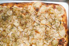 Creamy potatoes, rosemary, and a crispy pizza crust. Potato Pizza Recipe, Pizza Recipes, Potato Recipes, Vegan Recipes, Cooking Recipes, Potato Dishes, Dinner Recipes, Crispy Pizza, Vegan Pizza
