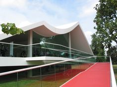 serpentine pavillion 2003 by oscar niemeyer