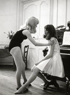 Catherine Deneuve & Françoise Dorléac on the set of Les demoiselles de Rochefort (1967)