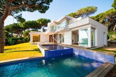696 ads of luxury villas for sale in the autonomous community of Catalonia: on LuxuryEstate you will find thousands of ads selected by the best real estate agencies in the luxury sector in Spain. Real Estate Agency, Luxury Villa, Community, Mansions, House Styles, Outdoor Decor, Home Decor, Luxury Condo, Decoration Home