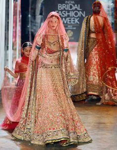 Tarun Tahiliani collection had heavy bridal lehengas in red and orange, anarkali gowns with sheer jackets, golden sequined sarees. #Bollywood #Fashion #Wedding