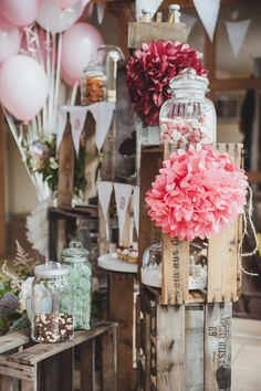 Rustic barn wedding from bloom in may and sandbox love Wedding photography - wedding madness - Be inspired Rustic barn wedding from bloom in may and sandpit love wedding photography Always wanted to discover how to knit, howeve. Wedding Pom Poms, Garland Wedding, Perfect Wedding, Fall Wedding, Dream Wedding, Decoration Communion, Vintage Garden Parties, Vintage Party, Barn Wedding Photos