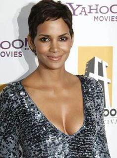 Dramas de artistas do cinema! Halle Berry Pixie, Halle Berry Hot, Halley Berry, Black Is Beautiful, Beautiful Women, Nicole Murphy, Leo Girl, Female Actresses, Pixie Hairstyles